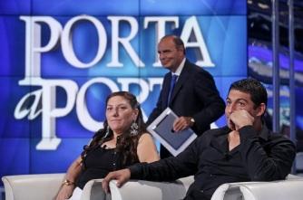 Vera e Vittorino Casamonica, ospiti della trasmissione televisiva 'Porta a Porta', dietro di loro il conduttore Bruno Vespa, Roma, 8 settembre 2015. ANSA/ ALESSANDRO DI MEO